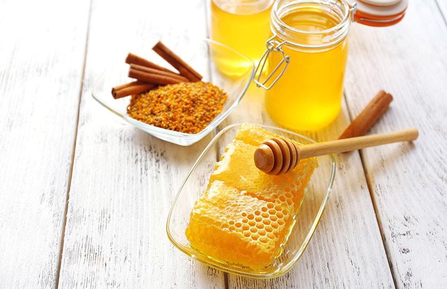 Co na wzmocnienie odporności? Mikstura z imbiru, kurkumy, miodu i cytryny:)